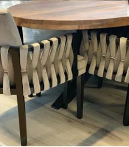 Unieke stoelen bij Wereld Meubelen & Laminaat
